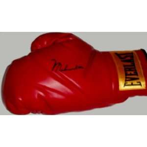 Ali Signed / Autographed Everlast Boxing Glove