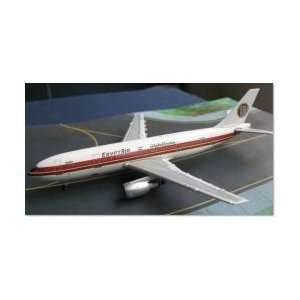 Flight Miniatures Boeing 737 800 Delta Scale 1/200: Toys