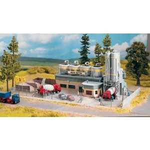 CONCRETE PLANT FENCE   PIKO HO SCALE MODEL TRAIN BUILDING