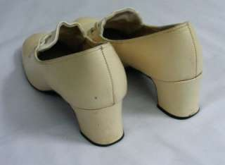 Vintage 60s Mod Ivory White Leather Low Chunky Heel Shoes Pumps Easy